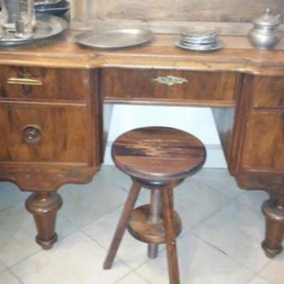 Kleiner Schreibtisch antiker italienischer Stil. - thumb