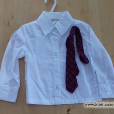 Weißes Hemd mit Krawatte - thumb