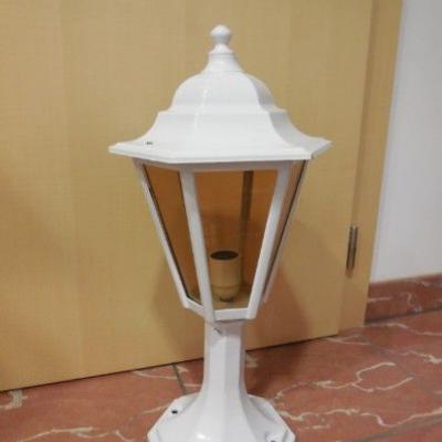 neuwertige Außenlampe weiß - thumb