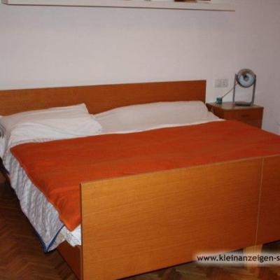 Verschenke Schlafzimmer, Eckbank, Tisch und Stühle - thumb
