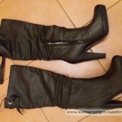 Schwarze Damenstiefel - thumb