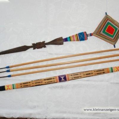 Dekorativer Pfeil und Bogen - thumb