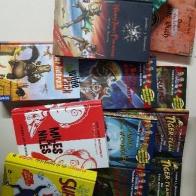 Verkaufe 12 Kinder-Jugendbücher im Paket um € 5,00 - thumb