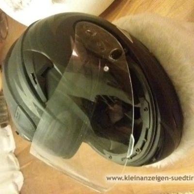 Neuer Schwarzer Helm zu verkaufen - thumb
