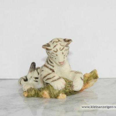 Kleiner schlafender weißer Tiger - thumb