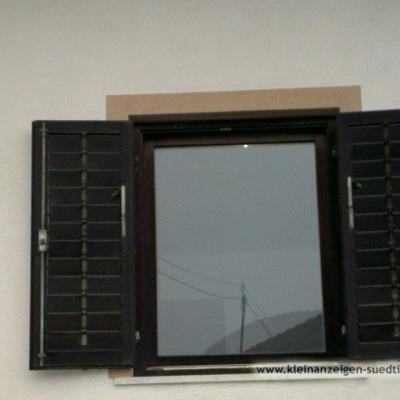Gut erhaltene Fenster und Balkontüren aus Holz - thumb