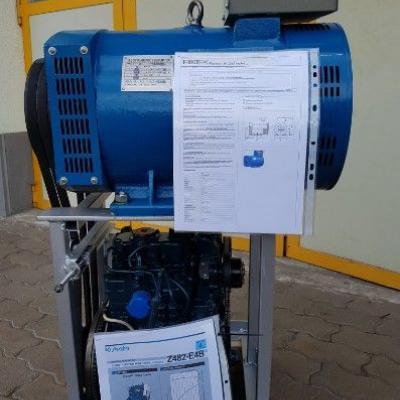 Kubota Diesel Motor mit Lichtmaschine - thumb