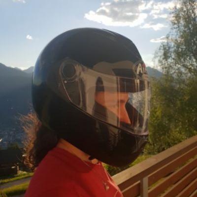 Verkaufe Helm und Nierengurt - thumb
