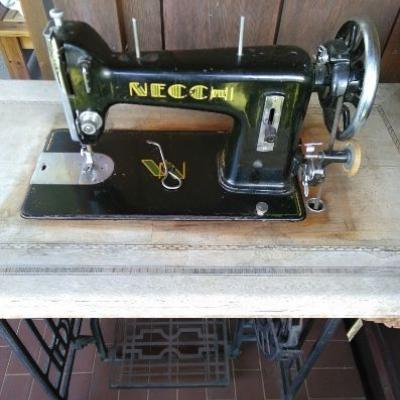 Antike Nähmaschine Necchi - thumb