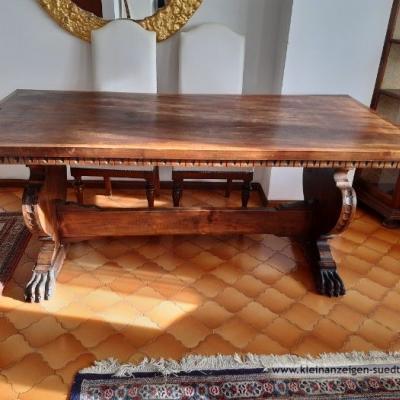Großer, massiver Tisch - thumb