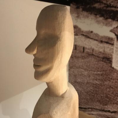 Holzfigur Handgeschnitzt Lärche - thumb