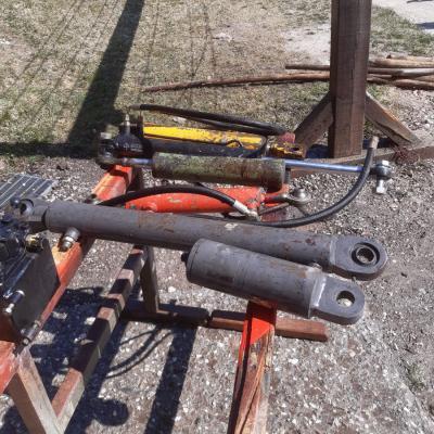 Verschiedene Hydraulik Zylinder - thumb