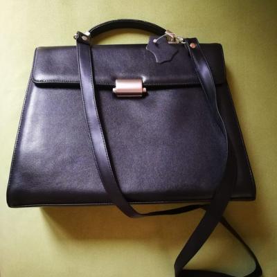 Elegante schwarze Handtasche - thumb
