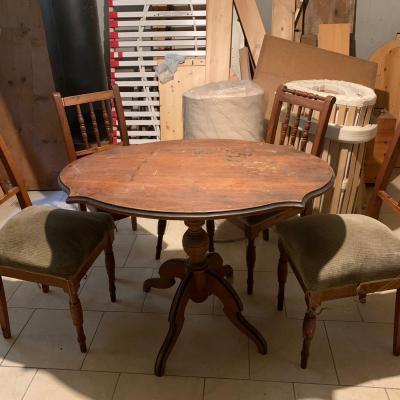 Tisch mit Stühle - thumb