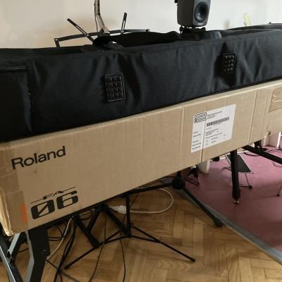 Roland FA 06 - thumb