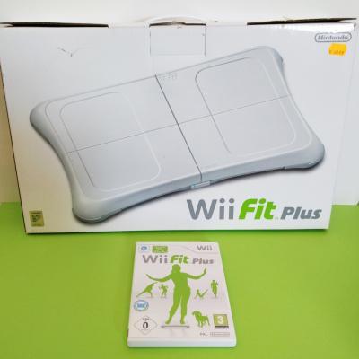 Wii mit 12 Spielen und diversem Zubehör - thumb