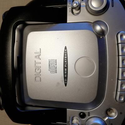radio mit casettenrecorder und CD - thumb