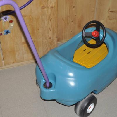 Little tikes Auto zum schieben mit Stange und Sitzbrett zum rausnehme - thumb