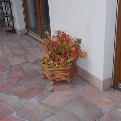 handgefertigter Blumentrog mit Herbstdeko Durchmesser ca. 60 cm - thumb