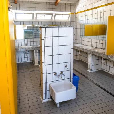 Putzkraft für Sanitäranlagen am Camping am Kalterer See - thumb