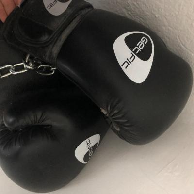 Boxsack und Handschuhe - thumb