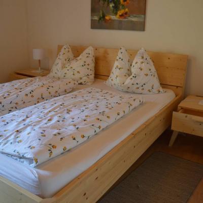 Neuwertiges Schlafzimmer in Fichte Massiv - thumb