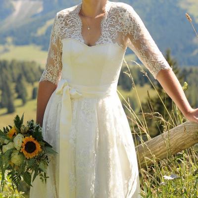 Brautkleid Dirndl - trachtig und elegant - thumb