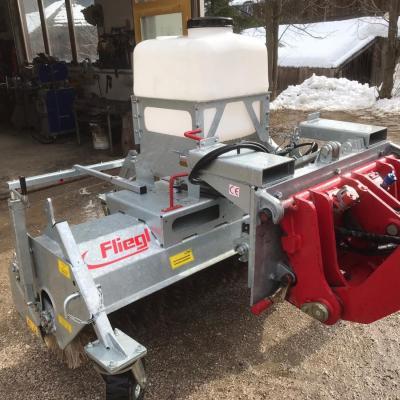 Kehrmaschine für Hoflader oder Traktor - thumb