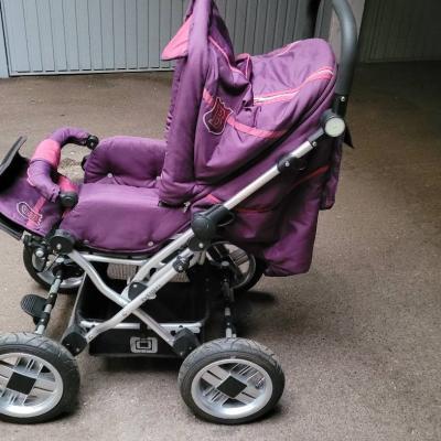 Sehr gut erhaltener Kindersitzwagen - thumb
