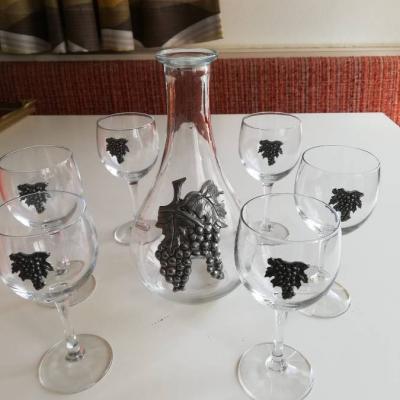 Weingläser mit Weinkrug - thumb