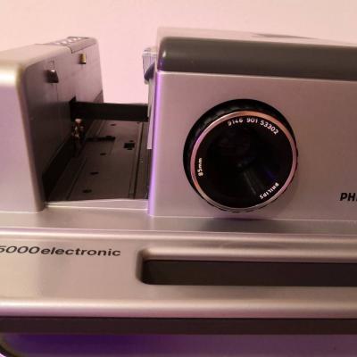 Dia Projector Phillips + Projektortisch + Projektionswand - thumb