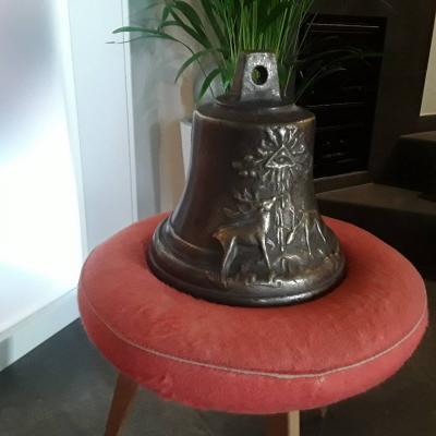 Alte gegossene Glocke - thumb