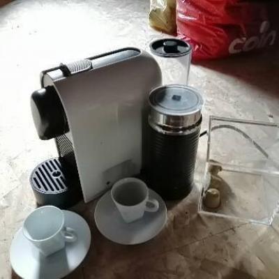 Nespresso Kaffeemaschine mit Milchschäumer - thumb