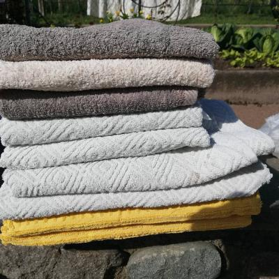 Kleine und Duschhaandtüchefverschiedene Handtücher grosse füd zum Dusc - thumb