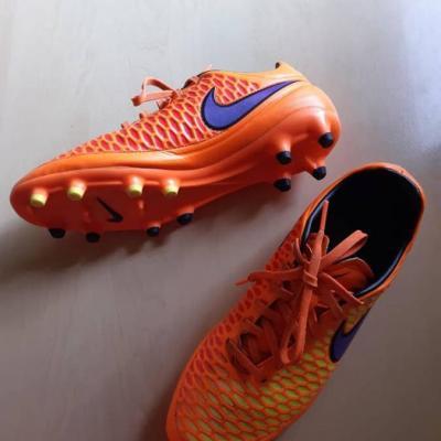 Fussballschuhe Blau, Orange weiß Streifen gr 40 Marke Adidas - thumb