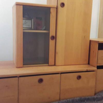 Vom Tischler gefertigte Wohnzimmermöbel in gutem Zustand - thumb