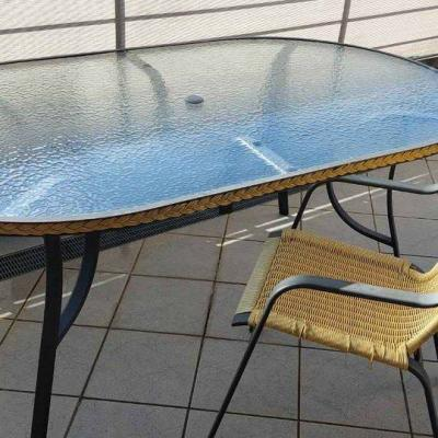 Gartentisch aus Glas mit Aluminium Beinen - thumb