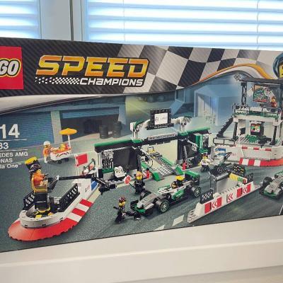 LEGO 75883 MERCEDES AMG PETRONAS Formula One Team - thumb