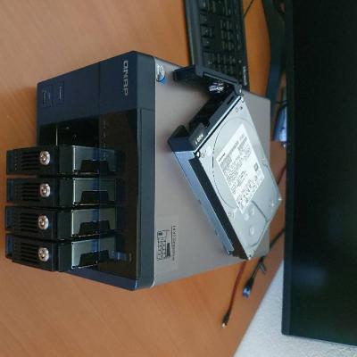 NAS Server inkl. 5x3TB HDDs / QNAP TS-569 Pro + APC UPS Pro 550 - thumb
