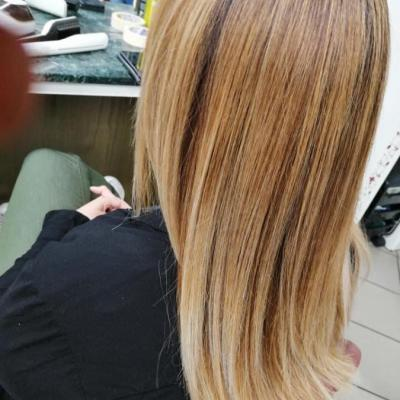 Friseur-in ab sofort gesucht! - thumb