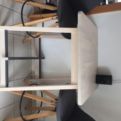 Möbelverkauf - Tische und Stühle - thumb