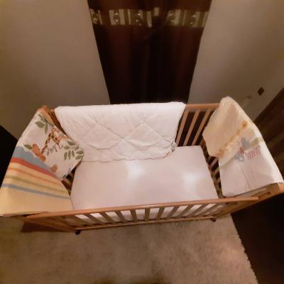 Bettstattl mit Matratze, Bett und 2 Bettbezügen zu verkaufen - thumb