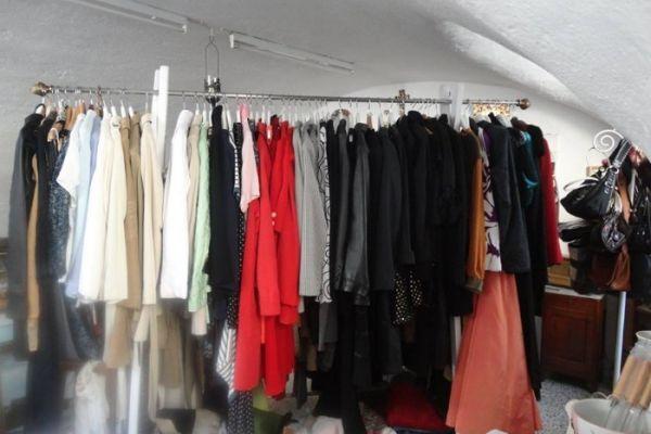 Diverse Kleider extravagant, vintage