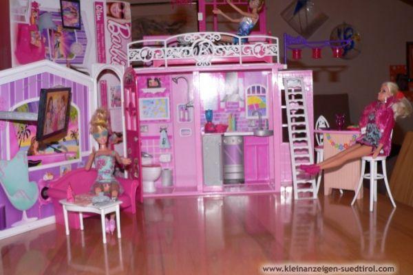 Verschiedene Barbieartikel