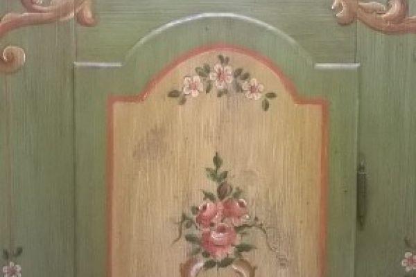 Möbel handgearbeitet neu
