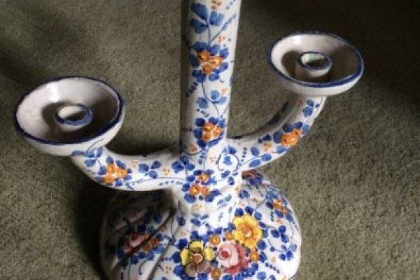 Bemalter dreiarmiger Kerzenständer