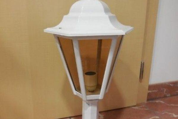 neuwertige Außenlampe weiß