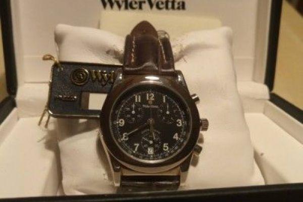 Neuwertige Armbanduhr der Marke Wyler Vetta