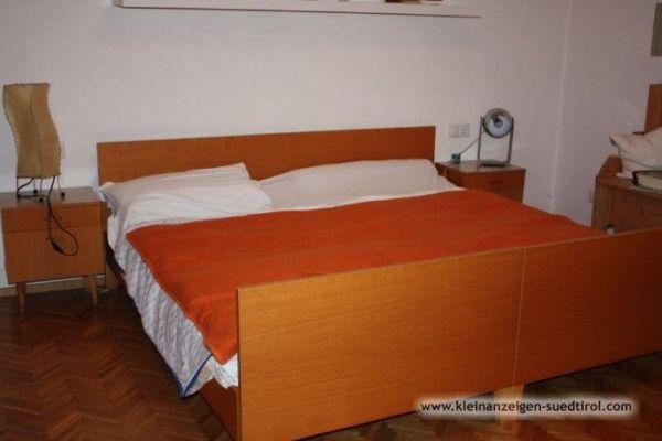 Verschenke Schlafzimmer, Eckbank, Tisch und Stühle