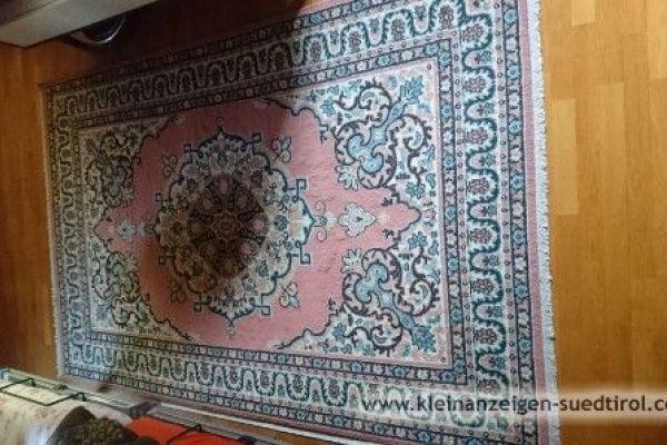 Verschiedene Teppiche und Bettvorleger